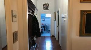 corridoio dall'entrata verso il bagno